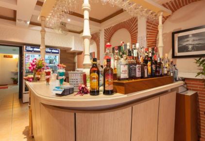 Legends Guesthouse & Bar