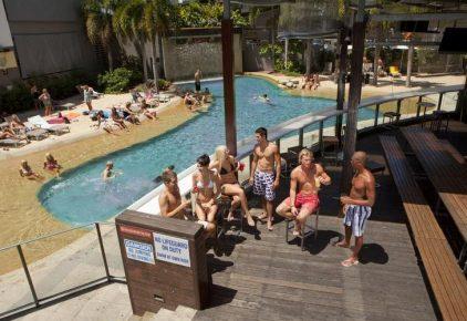 Gilligans Backpackers Hotel & Resort
