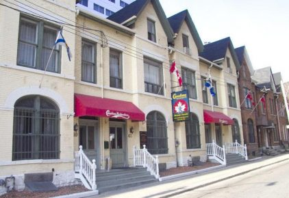Canadiana Backpackers Inn