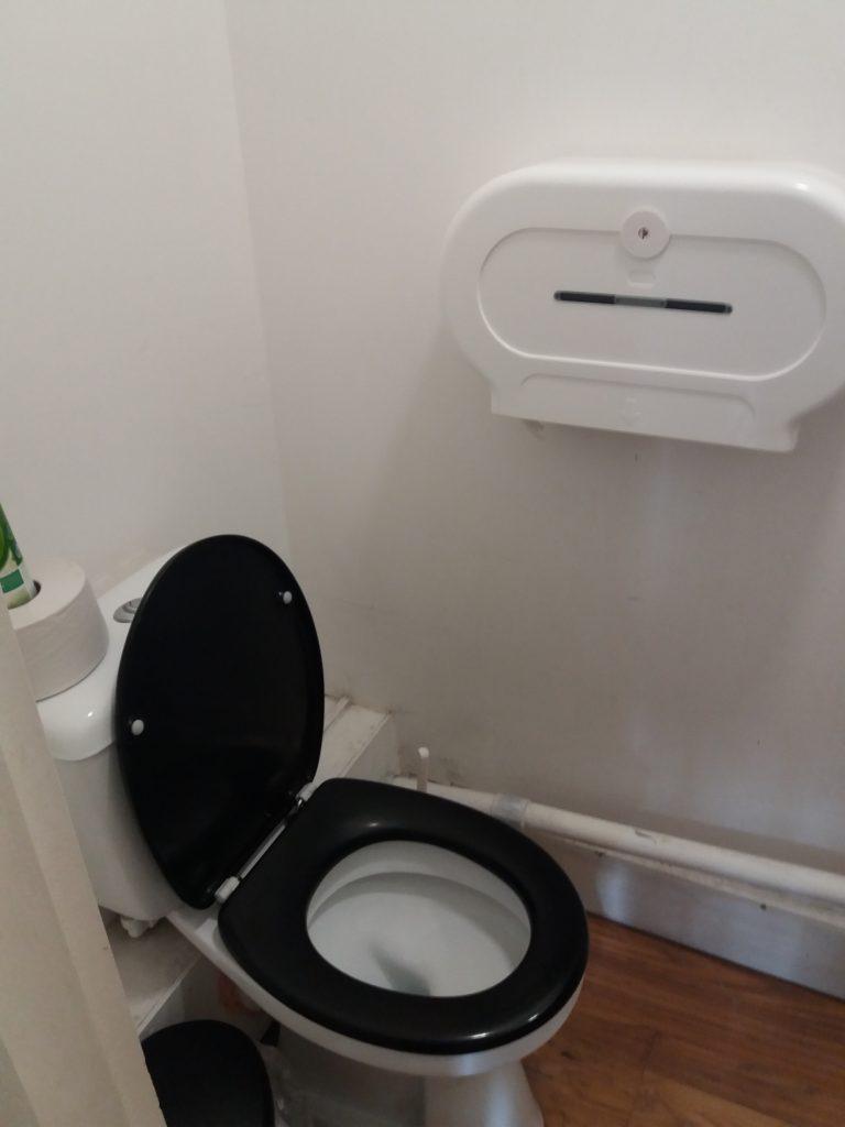 Toilet in ensuite