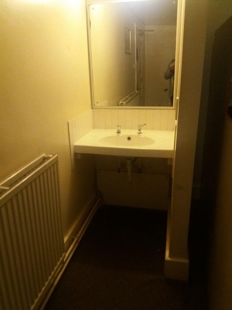YHA London St Pauls Room with Sink