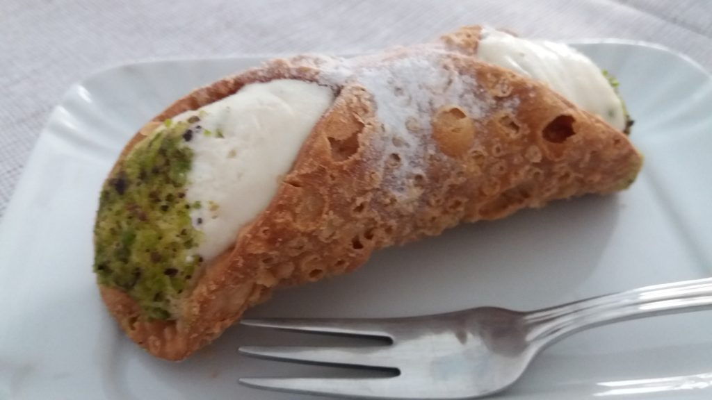 Cannoli with pistachio nuts